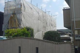 工事中の様子(前面道路側、斜め前より)