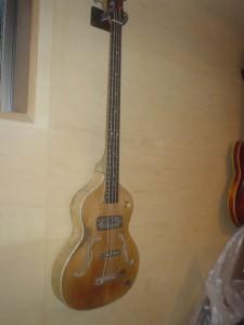 Hoyer London bass