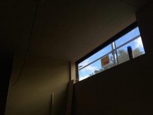 どの窓からも緑や空が見える