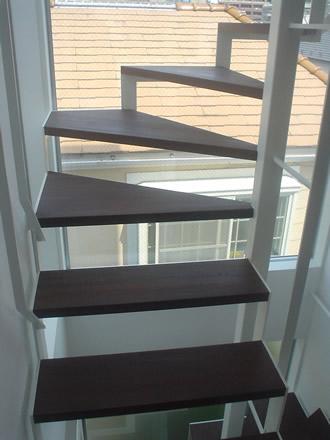大井の住宅階段