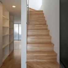 階段2階へ
